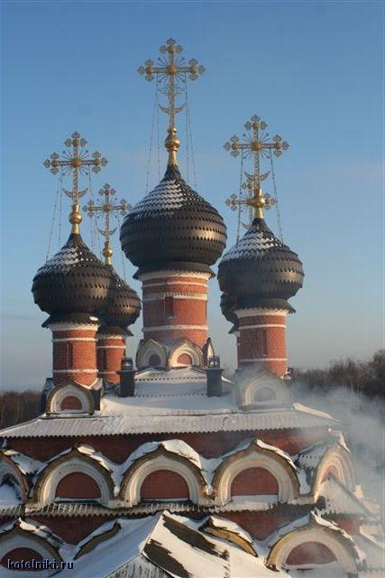 Купола церкви Казанской иконы Божией Матери в селе Котельники