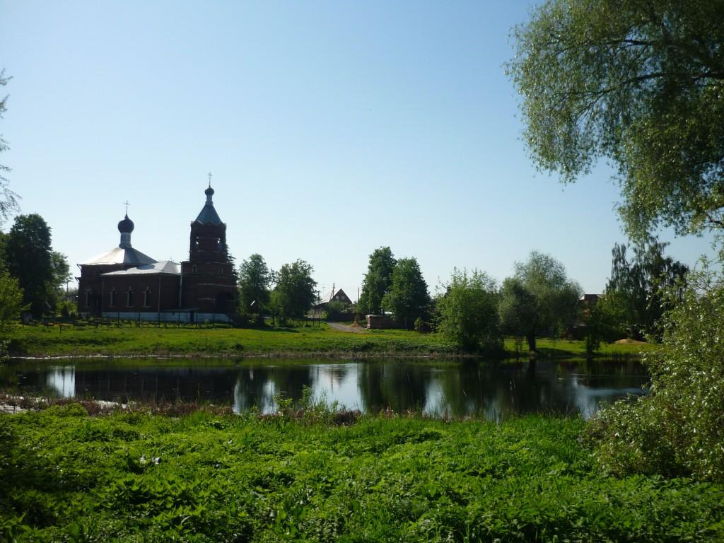 Пруд  и церковь в Еганово