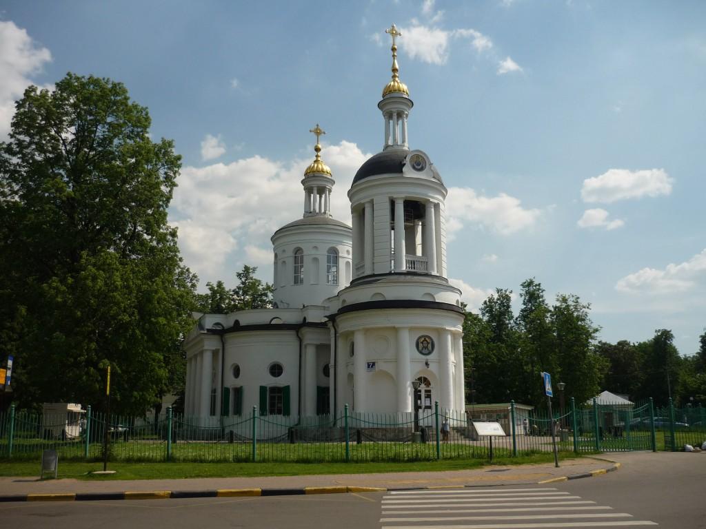 На территории усадьбы в Кузьминках. Храм