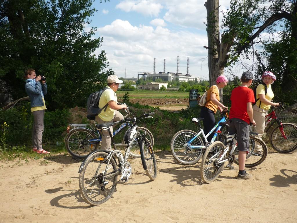 Участники велопробега на  Лыткаринском берегу.