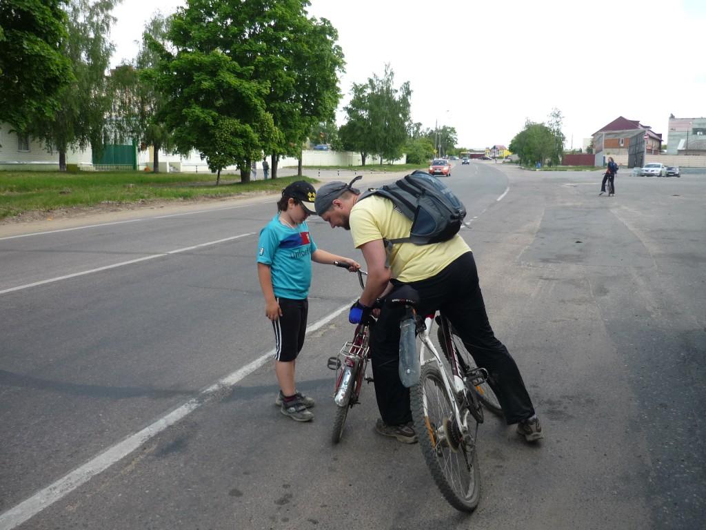 Участник велопробега на шоссе в Верхнее Мячково
