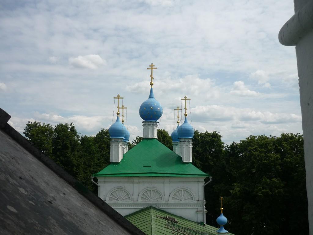 Купола церкви в Верхнем Мячково