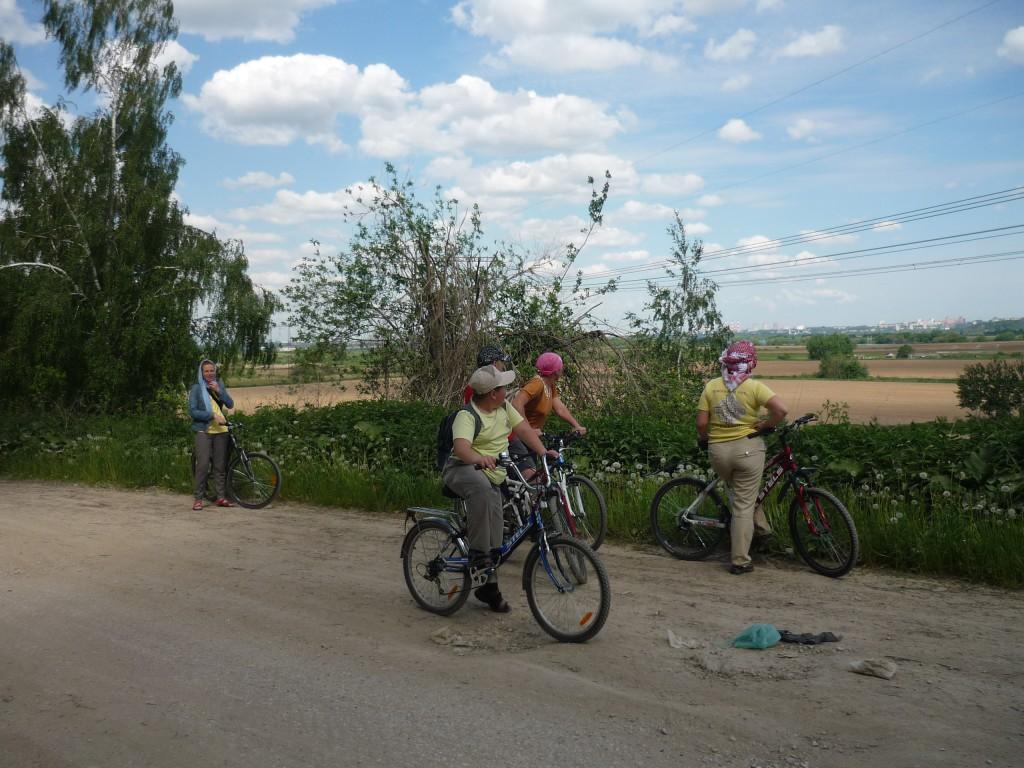 Участники велопробега любуются видом Лыткарино