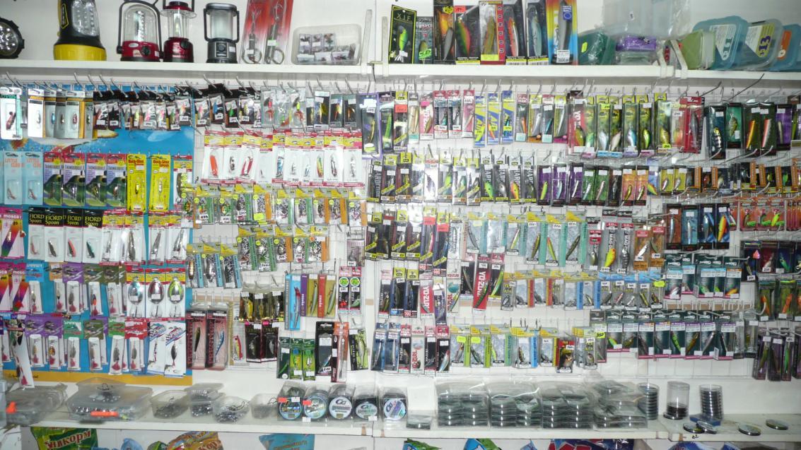 Магазин для рыбаков на рынке в Лыткарино. Блесны