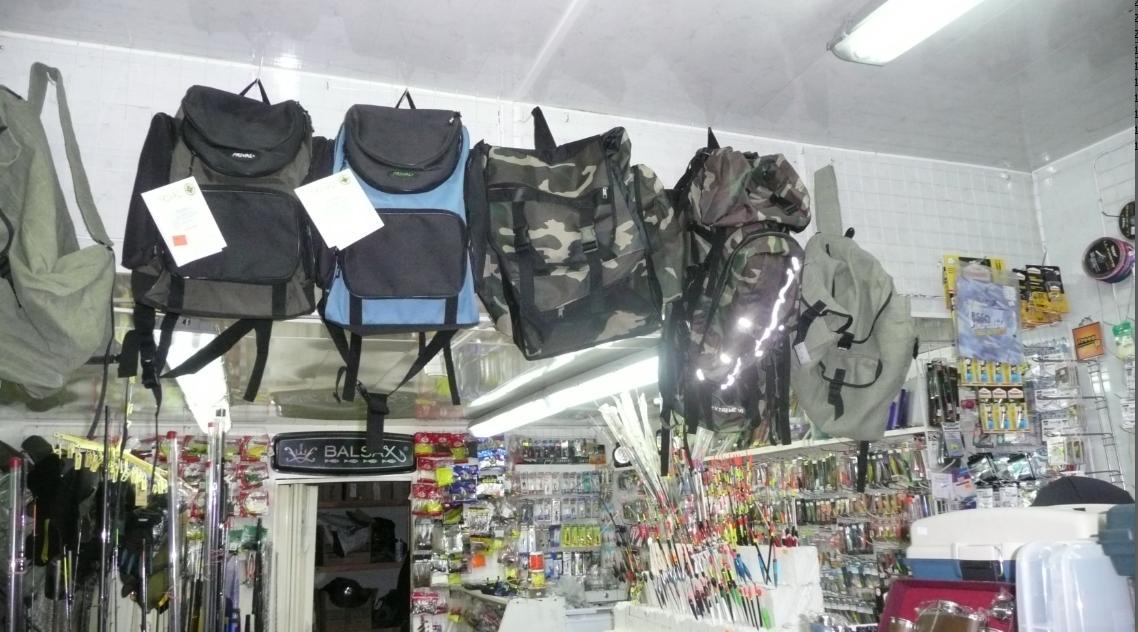 Магазин для рыбаков на рынке в Лыткарино. Сверху
