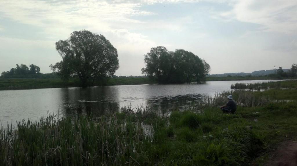 Озеро в Островцах. Рыбаки