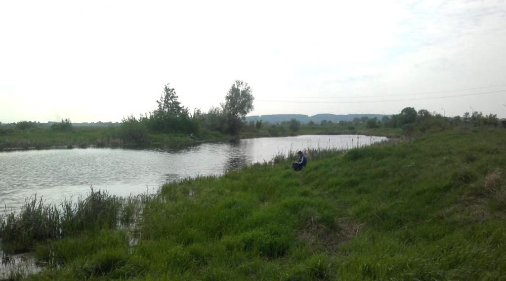 Озеро в Островцах. Рыбаки всюду