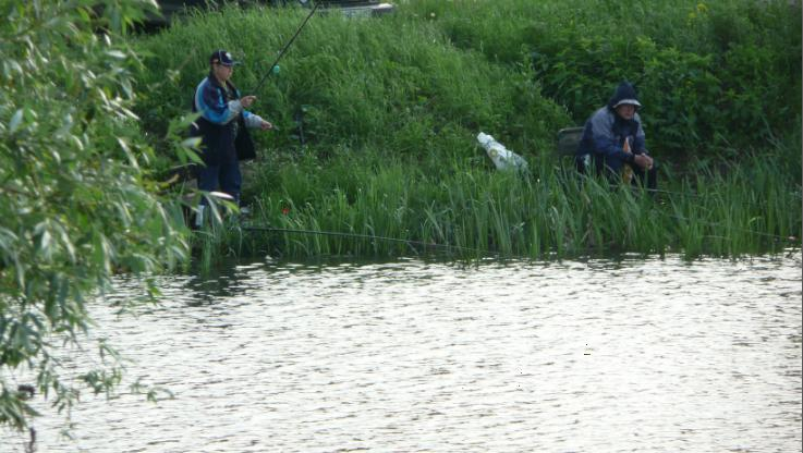 Рыбаки на озере Круглое. Бесплатная рыбалка на озере Круглое , или Дитятки